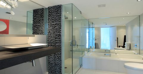 8 Things You Should Know When Asking for a Glass Shower Door Replacement Service